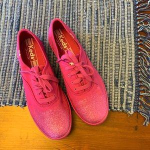 KEDS - nwot, magenta, glitter tennis shoes, 5.5